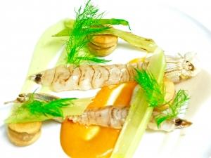 Cicala di mare, macaron brisè,finochietto,vellutata di fagioli